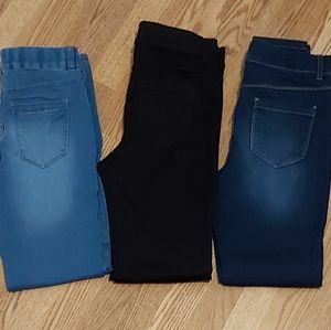 3 pairs of Suzy shier pull on skinny jeggings
